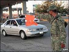 A Mexican soldier controls traffic at the Mexico-US border customs post in Ciudad Juarez. Photo: 16 August 2009