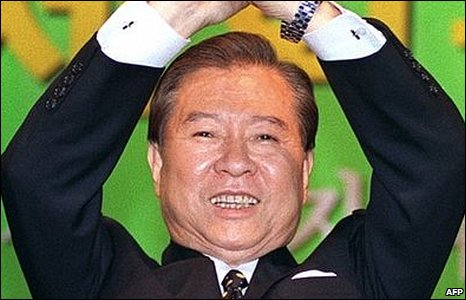 South Korean-president-elect Kim Dae-jung cheering after his election victory, December 1997
