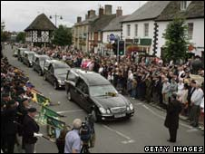 Crowds in Wootton Bassett as soldiers' bodies are driven through