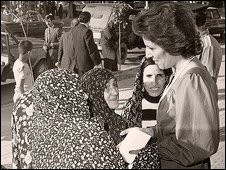 Mahnaz Afkhami with members of an Iranian women's group in 1975