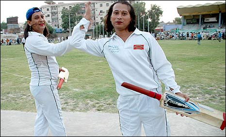 Eunuch cricket players