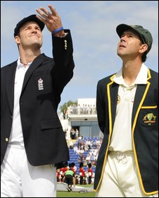 England captain Andrew Strauss and Australia captain Ricky Ponting
