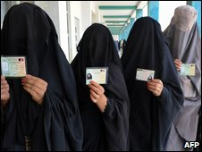 Women show voter ID cards in Kandahar on 20 August 2009