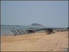 Defences on the Taiwanese beach, Aug 09