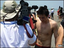 Swimmer Lee Yin-han from Tianjin in northern China was the first across the channel - 15 August 2009