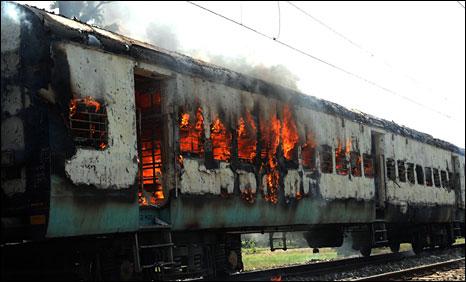 A train burning in Bihar (Photo: Prashant Ravi)