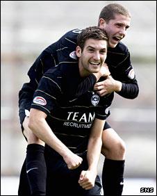 Aberdeen defender Charlie Mulgrew