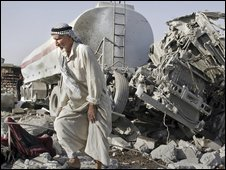 Aftermath of truck bombing in Mosul - 10 August 2009