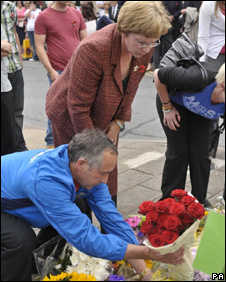 Phillip and Hazel Hunt lay red roses on the cenotaph
