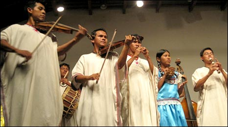 San Ignacio ensemble performs