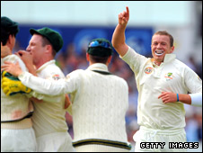 Peter Siddle celebrates after dismissing Andrew Strauss