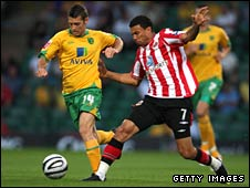Wes Hoolahan battles with Sunderland's Carlos Edwards
