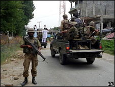 Pakistani troops in Mingora (15 August 2009)