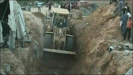 Bulldozer clears site of air strike in Gaza