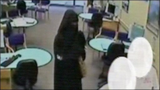 Robber wearing burka in Luton