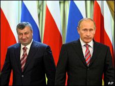 Eduard Kokoity (left) and Vladimir Putin in Moscow (26 August 2009)