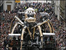 La Princesse, a giant metal spider makes its way through the streets of Liverpool