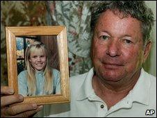 Carl Probyn with photos of Jaycee Lee Dugard