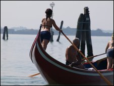 A female gondolier in training
