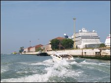 Cruise ships dwarf Venice's arcitecture