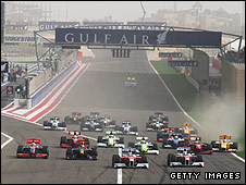 The start of the 2009 Bahrain Grand Prix