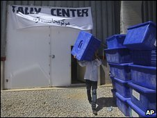 An Afghan worker carries a ballot box outside a counting hall in Kabul, Afghanistan, 29 August 2009