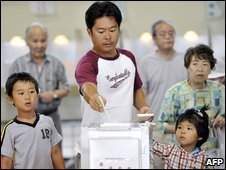 A man accompanied by his children casts his vote in Tokyo, Japan, 30 August 2009