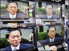 Yukio Hatoyama on TV screens in Tokyo shop