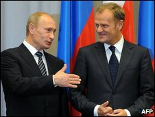 Vladimir Putin (left) and Donald Tusk