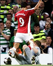 Eduardo wins a penalty against Celtic