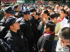Protesters and police in central Urumqi - 3 September 2009