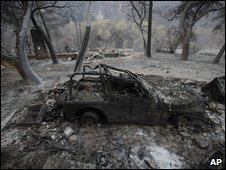 Burned car in Tujunga, California, US (03 August 2009)