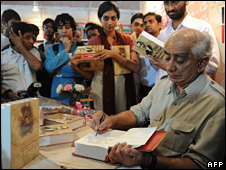 Jaswant Singh signing copies of the book