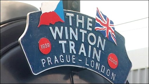 http://newsimg.bbc.co.uk/media/images/46321000/jpg/_46321136_kinder_train.jpg