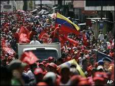 Chavez supporters rally in Caracas, Venezuela, 5 September 2009