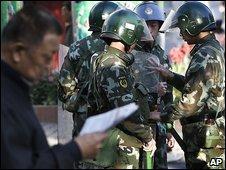 Riot police in Urumqi 6/9/09