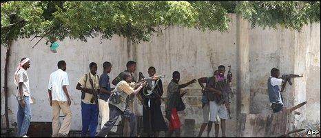 Gunmen in Mogadishu