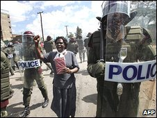 Kenyan police at a Nairobi protest amid presidential elections in December 2007