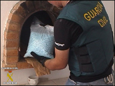 Spanish police with drugs (courtesy Spain's Civil Guard police)