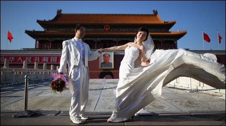 Chinese couple in front of Tiananmen Gate, Beijing, taking wedding pictures - 8 September 2009