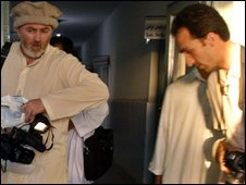 Stephen Farrell (L) and Sultan Munadi (R) at a hospital in Kunduz on 4 September 2009