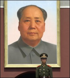 Portrait of Chairman Mao with Peoples Liberation Army soldier on guard in Tiananmen Square, Beijing