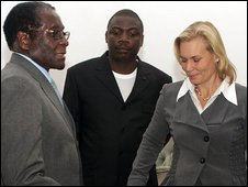 Robert Mugabe (L) and Gunilla Carlsson (R) on 12 Sept