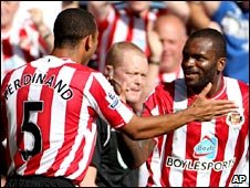 Steed Malbranque (l) congratulates Darren Bent