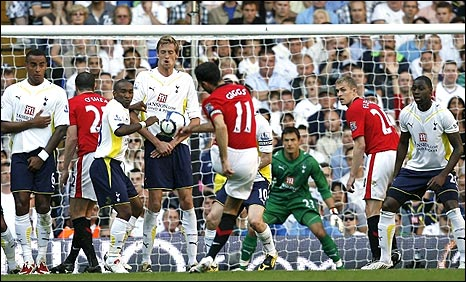 Ryan Giggs scores a free-kick at Spurs