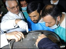 Mahmoud Ahmadinejad (C) visits the Natanz uranium enrichment facilities in 2006