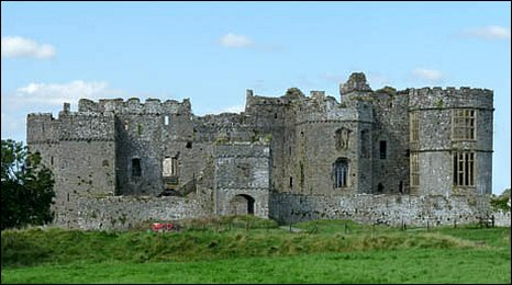 Image of the entrance to Carew Castle