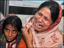 Pakistani women mourn the death of their relatives at a hospital after a stampede in Karachi on September 14, 2009.
