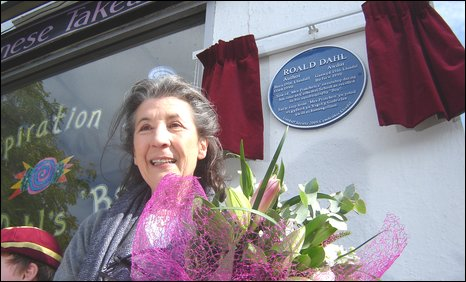 Roald Dahl's widow Felicity next to the plaque