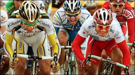 Boasson Hagen out-sprints Michele Merlo of Barloworld